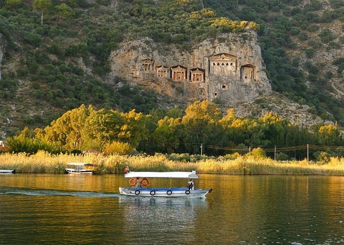 On the rock tombs of the Lycian Kaunos