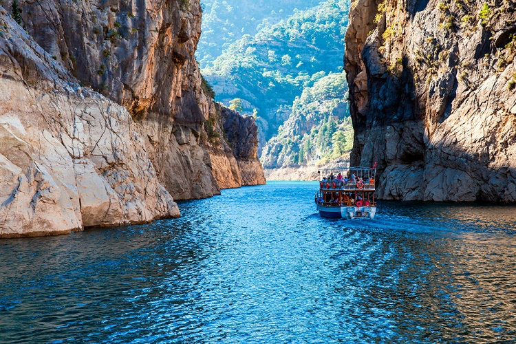 Green Canyon boat trip with lunch